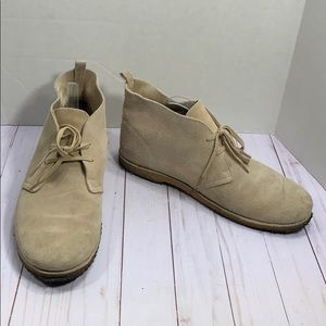 Old Navy men's lace up suede Chukka boots